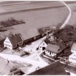 Haus mit Werkstatt und Austraghaus