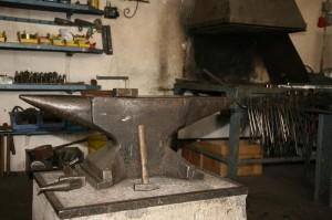 Amboss und Schmiedefeuer - immer noch ein wichtiger Bestandteil